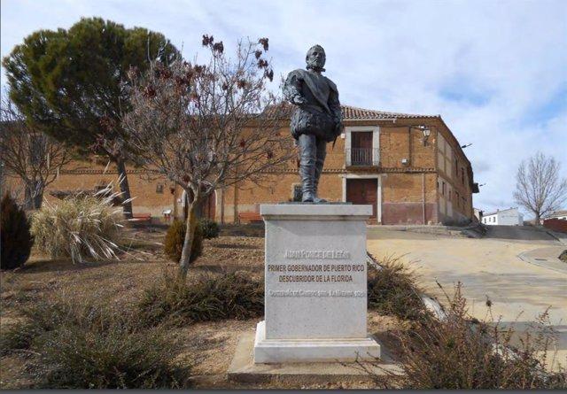 Archivo - Escultura dedicada a Juan Ponce de León en su localidad natal.