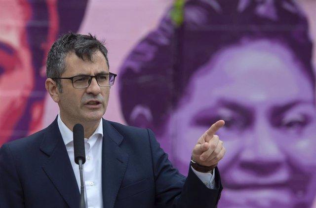 Archivo - El secretario general de la Presidencia del Gobierno, Félix Bolaños, interviene durante el acto de apoyo a 'Los 8 de Airbus' y 'Los 2 de la Lealtad', a 23 de abril de 2021 en Getafe, Madrid (España). Este acto celebra la reciente derogación del