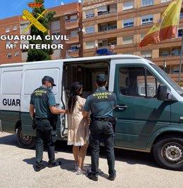 La Guardia Civil detiene a seis mujeres que formaban una organización criminal dedicada a robar y estafar a personas mayores en mercados ambulantes de la Ribera
