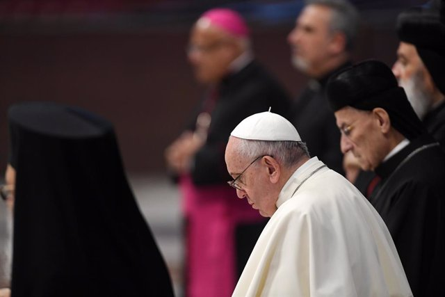 01 July 2021, Vatican, Vatican City: Pope Francis (C) leads a prayer and reflection for peace in Lebanon at St. Peter's Basilica. Some 10 senior leaders of the various Christian Churches and communities of Lebanon, along with their delegations, have arriv