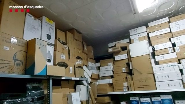 Magatzem amb productes robats.