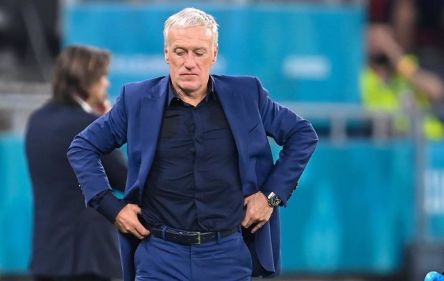 FILED - 23 June 2021, Hungary, Budapest: France coach Didier Deschamps stands on the sidelines during the UEFA EURO 2020 Group F soccer match between Portugal and France at the Puskas Arena. French football supremo Noel Le Graet won't rush to a decision o