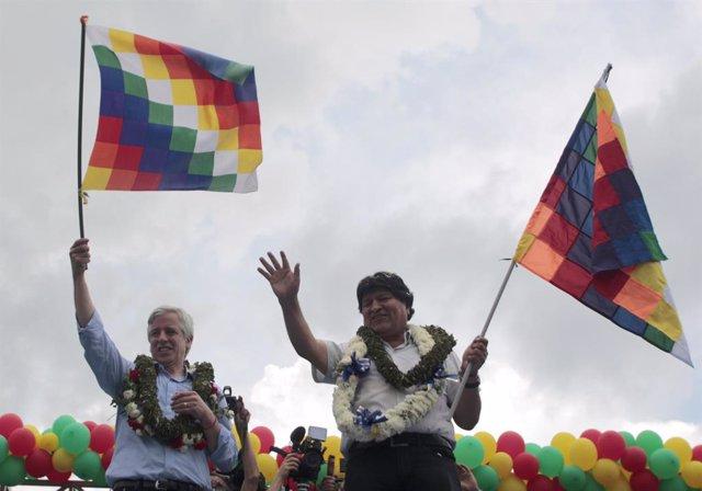Archivo - El expresidente de Bolivia Evo Morales junto a Álvaro García Linera