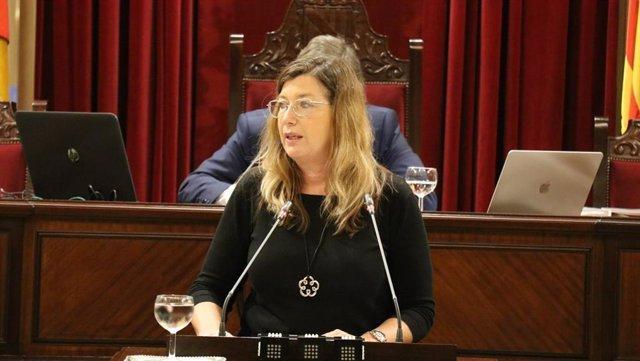 Archivo - La consellera de Salud, Patricia Gómez, en el pleno del Parlament. Archivo.
