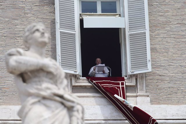 El Papa Francisco, oferint l'Ángelus aquest diumenge des de la finestra del Palau Apostòlic del Vaticà
