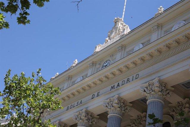 Fachada del Palacio de la Bolsa de Madrid, a 30 de junio de 2021, en Madrid (España).