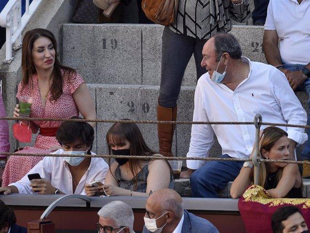 Luis Miguel Rodríguez, muy cómplice con una mujer en los toros