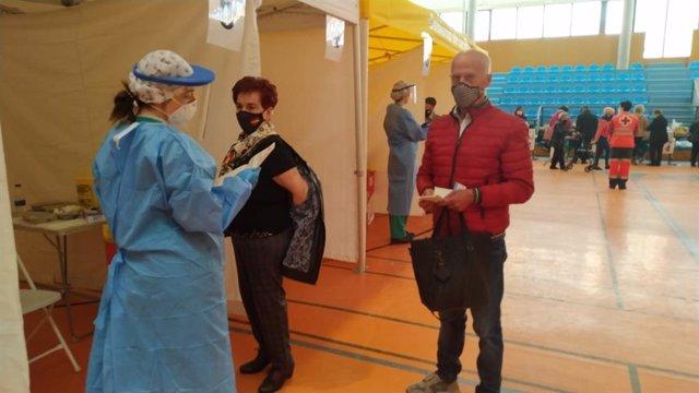 Archivo - La Rioja vacuna durante toda la Semana Santa. Hoy y mañana, segundas dosis a mayores de 80 años en la Zona Básica de Salud de Calahorra.