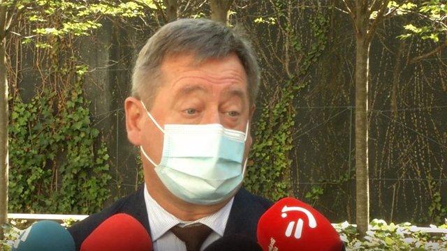 Archivo - El portavoz del Gobierno Vasco, Bingen Zupiria, hace declaraciones a los periodistas