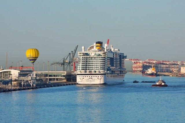 El buc Costa Smeralda al Port de Barcelona.