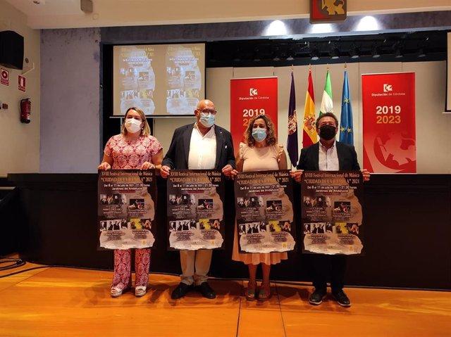 La delegada de Cultura en la Diputación de Córdoba, Salud Navajas (segunda por la dcha.), en la presentación del Festival Internacional de Música de La Rambla.