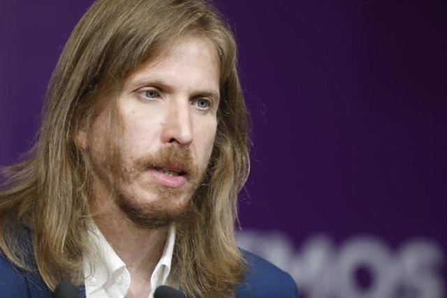 El secretario general de Podemos Castilla y León, Pablo Fernández, interviene en una rueda de prensa tras conocer que el Supremo ratifica la condena de la exportavoz de Podemos en la Asamblea de Madrid Isa Serra a 19 meses de cárcel, a 5 de julio de 2021,