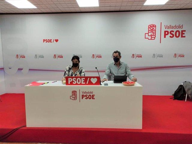 La secretaria de Organización del PSOECyL, Ana Sánchez, y el secretario de los socialistas de Valladolid, Manuel Escarda, tras la reunión de trabajo.