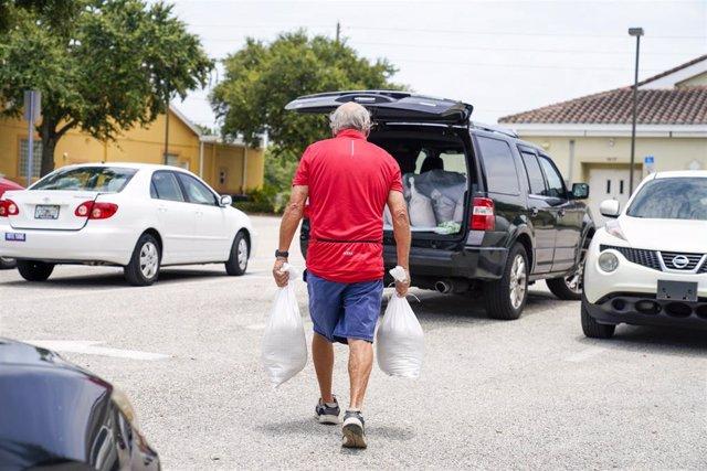 Preparativos en Florida ante el avance de la tormenta 'Elsa'