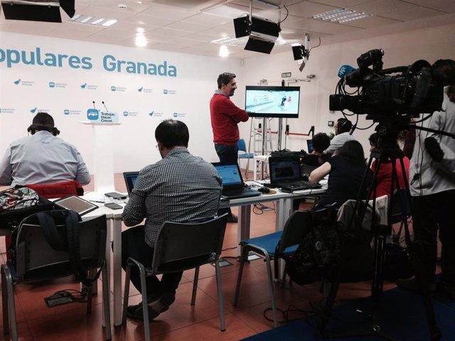 Archivo - Imagen de archivo de la sede del PP en Granada antes del inicio de una rueda de prensa.