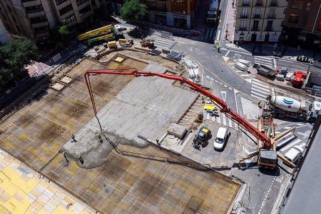 Se inicia la construcción de la nueva cubierta superior del parquin de la plaza de Salamero
