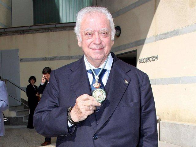Archivo - Tico Medina, cuando recibió la Medalla de Andalucía en 2008