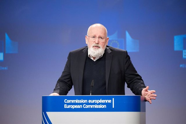 """Archivo - HANDOUT - 24 February 2021, Belgium, Brussels: European Commissioner for European Green Deal Frans Timmermans speaks during a press conference on """"Building a Climate-Resilient Future - A new EU Strategy on Adaptation to Climate Change"""" at the EU"""
