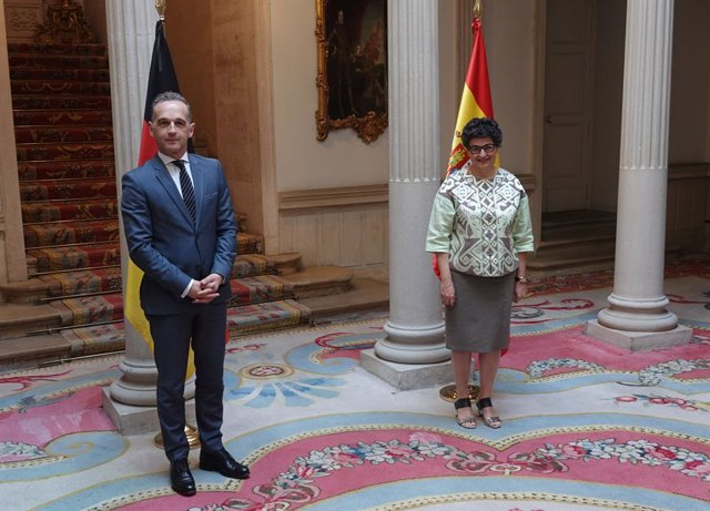 05 July 2021, Spain, Madrid: German Foreign Minister Heiko Maas (L) poses for a picture with Spanish Foreign Minister Arancha Gonzalez Laya ahead of their meeting. Photo: Michael Fischer/dpa