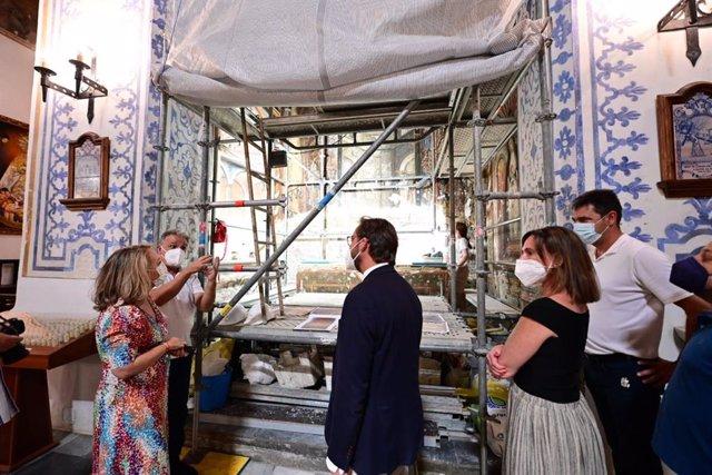 Visita de la Junta a los trabajos de restauración de las pinturas murales de la capilla de San Miguel Bajo de Granada