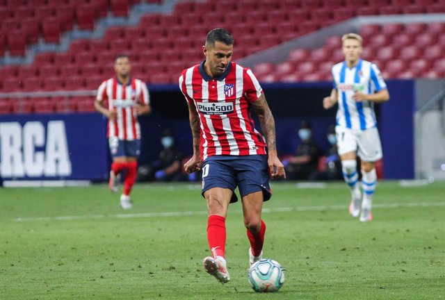 """Archivo - Victor Machin """"Vitolo"""" of Atletico de Madrid controls the ball during the spanish league, La Liga, football match played between Atletico de Madrid and Real Sociedad at Wanda Metropolitano Stadium on July 19, 2020 in Madrid, Spain."""