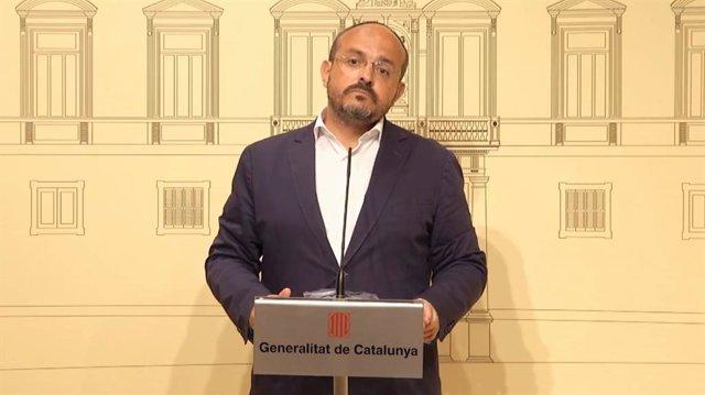 El president del PP català, Alejandro Fernández, en la roda de premsa