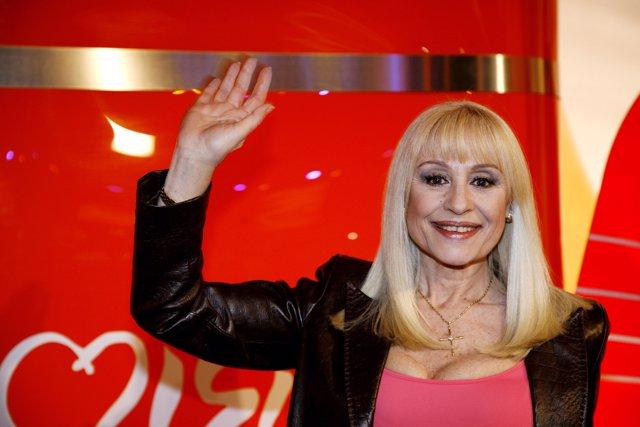La cantante Rafaella Carrà posa en una fotografía, a 7 de marzo de 2008, España.