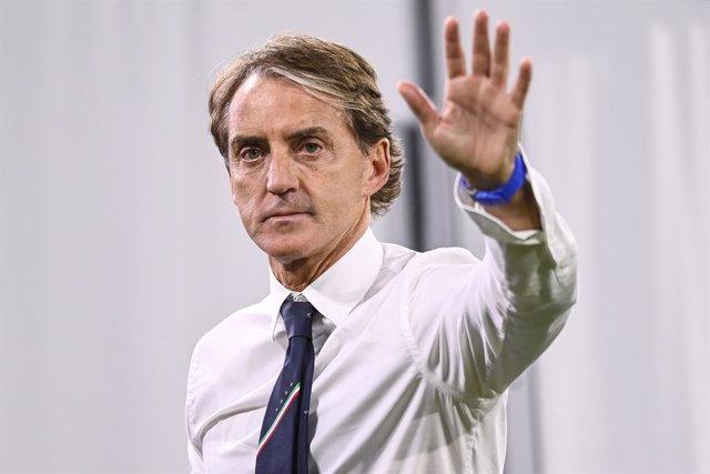 02 July 2021, Bavaria, Munich: Italy National Head Coach Roberto Mancini waves after the UEFA EURO 2020 quarter-final soccer match between Italy and Belgium at the Allianz Arena. Photo: Fabio Ferrari/LaPresse via ZUMA Press/dpa