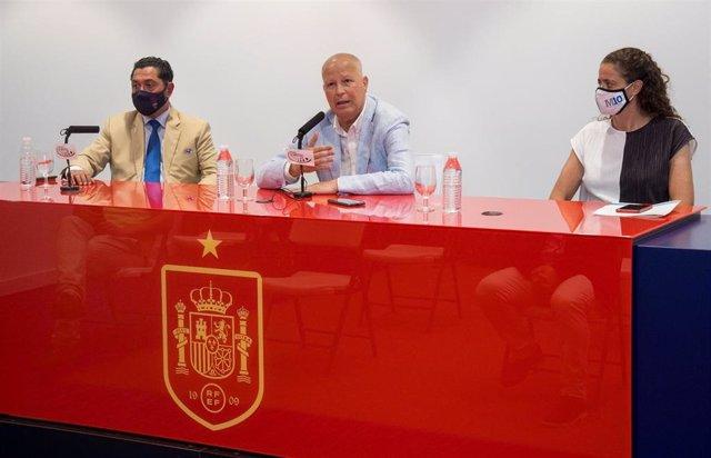 El consejero andaluz de Educación y Deporte, Javier Imbroda, durante el balance de la celebración de la Eurocopa