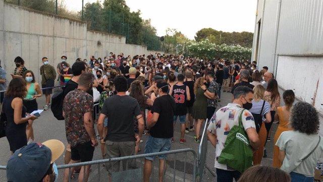 Els assistents a la primera jornada del festival Vida a Vilanova i la Geltrú (Barcelona)