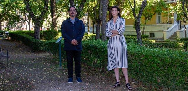 ?Luis Felipe Torrente, Director De The Conversation España, Junto A Raquel Yotti, Directora Del ISCIII, En Los Jardines Del Campus De Chamartín (Madrid) Del Instituto.