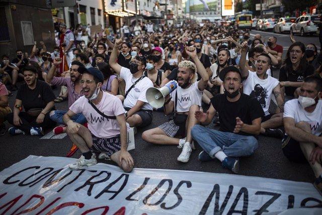 Miles de personas durante una manifestación para condenar el asesinato de un joven de 24 años el pasado sábado en La Coruña debido a una paliza, a 5 de julio de 2021, en Madrid.