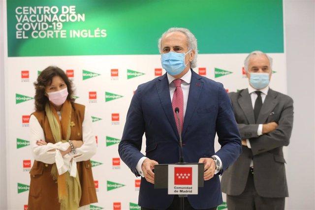 El consejero de Sanidad de la Comunidad de Madrid, Enrique Ruiz Escudero, visita uno de los tres nuevos puntos de vacunación en empresas
