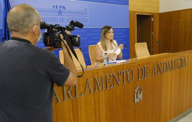 Archivo - La portavoz adjunta del Grupo Socialista en el Parlamento andaluz, María Márquez, en rueda de prensa en una foto de archivo.