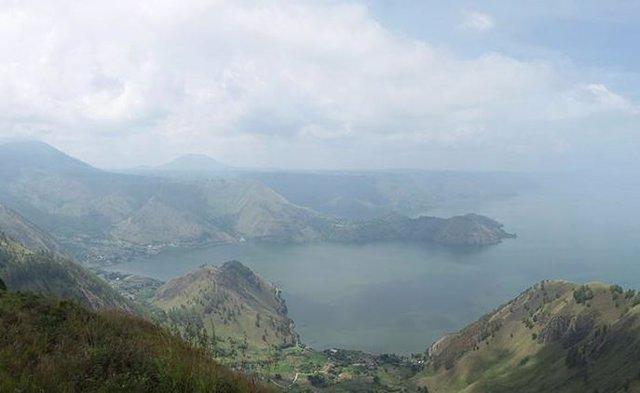 Restos del antiguo volcán Toba