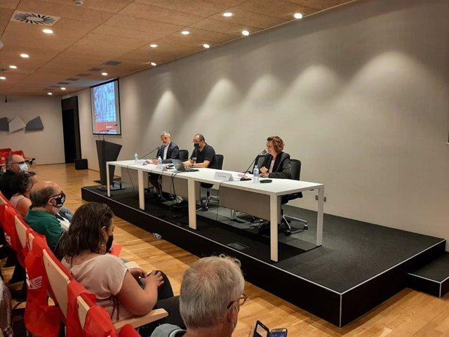 El primer tinent d'alcalde de Barcelona, Jaume Collboni, el secretari general de CCOO de Catalunya, Javier Pacheco, i la secretària de Política Territorial i Migracions de CCOO de Catalunya, Aurora Huerga, en la roda de premsa