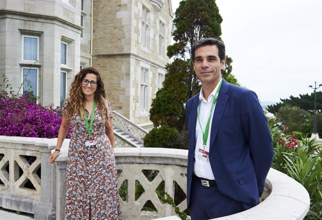 El director general de Memoria Democrática, Diego Blázquez, y la directora general de Memoria Histórica de Cantabria, Zoraida Hijosa, en la UIMP