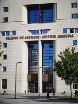 Archivos - Fachada del Palacio de Justicia de Pamplona, 10.  Mayo de 2021, en Pamplona, Navarra, (España).
