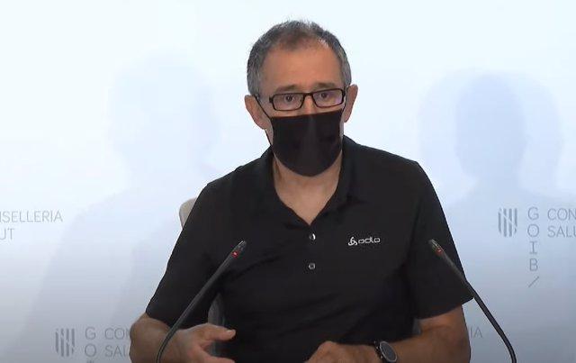 El portavoz del Comité Autonómico de Gestión de Enfermedades Infecciosas de Baleares, Javier Arranz, en rueda de prensa.