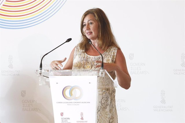La presidenta del Govern balear, Francina Armengol, en la I cumbre Comunitat Valenciana-Baleares.