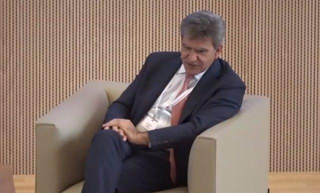 El consejero delegado de Banco Santander, José Antonio Álvarez, durante el 16 Encuentro del sector bancario organizado por IESE y EY. Captura de Zoom.