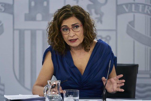 La ministra de Hacienda y portavoz del Gobierno, María Jesús Montero, interviene en una rueda de prensa posterior al Consejo de Ministros, a 6 de julio de 2021, en la Moncloa, Madrid, (España). Durante su intervención han confirmado la aprobación de la le
