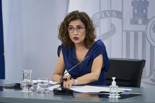 La ministra de Hacienda y portavoz del Gobierno, María Jesús Montero, interviene en una rueda de prensa posterior al Consejo de Ministros, a 6 de julio de 2021, en la Moncloa, Madrid, (España)