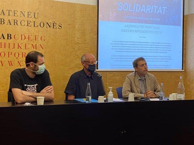 El president de la Caixa de Solidaritat, Pep Cruanyes, amb l'ex-secretari general de Diplocat Albert Royo