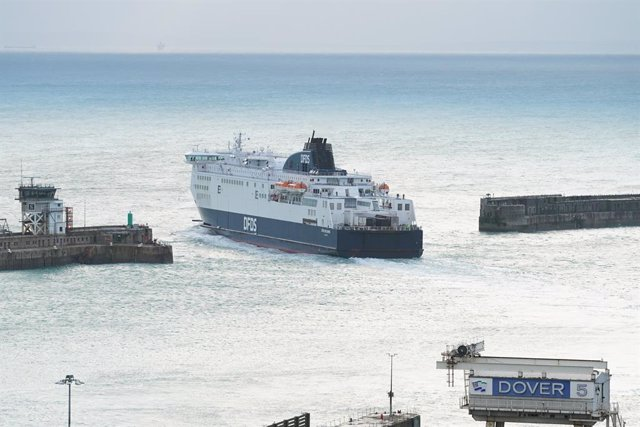 Archivo - 24 December 2020, England, Dover: The DFDS Seaways ferry Cote des Dunes, loaded with freight lorries, departs from the Port of Dover, Kent, after the borders with France reopened. Travellers must show a negative test result carried out within th