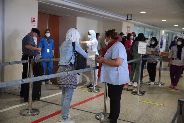 Pasajeros en el aeropuerto de Casablanca