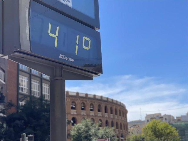 Un termómetro marca 41º