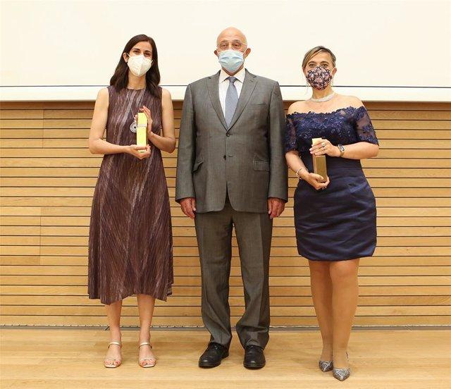 Las científicas Ana Tajadura-Jiménez y Guadalupe Sabio, premios Fundación Banco Sabadell