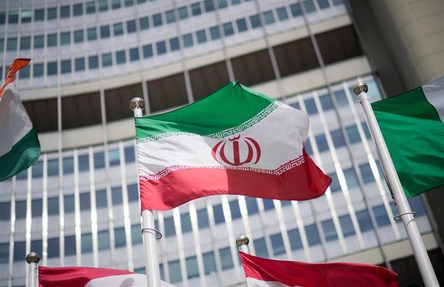 Archivo - Bandera de Irán en la sede de la Agencia Internacional de la Energía Atómica en Viena
