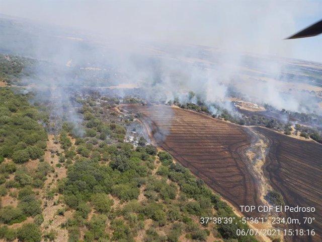Imagen del incendio desde uno de los helicópteros.